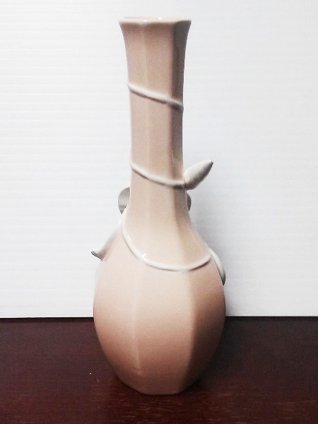 1982 Fitz Floyd Japanese Hand Painted Pink Vase with Sculpted White Flower