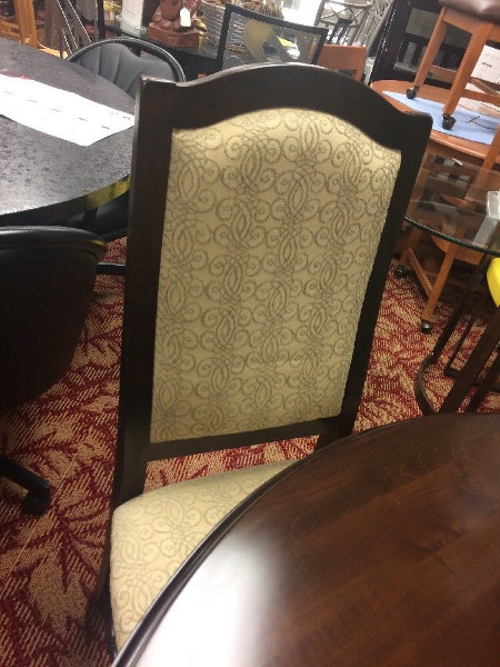 Saloom New Castle 54 inch round 1Table And Chairs Solid Maple